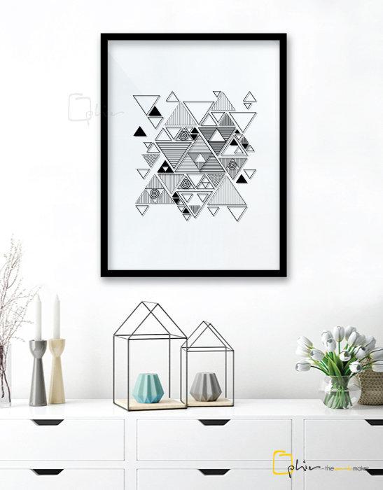 Min 0028 Triangles Plexiglass Black